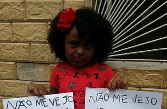 """Crianças negras participam de campanha """"não me vejo, não compro"""""""
