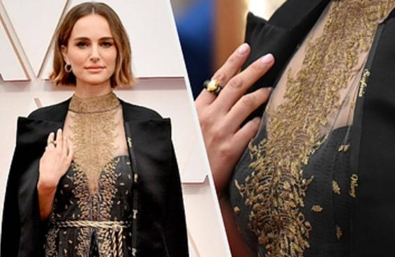 Natalie Portman vestiu uma capa bordada com o nome de diretoras ignoradas no Oscar 2020