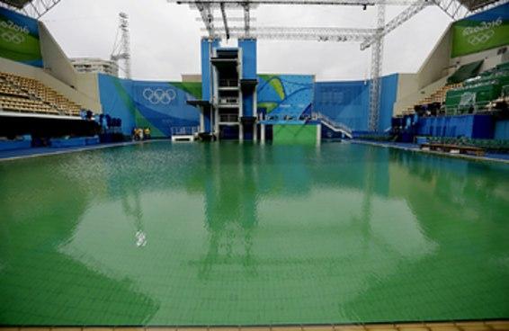 Finalmente sabemos por que algumas piscinas da Olimpíada ficaram verdes