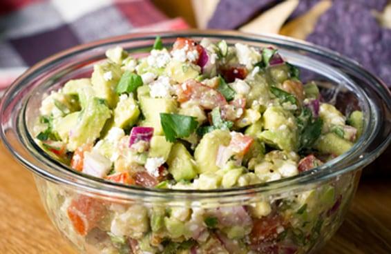 Comece a semana mais leve com esta salada de abacate