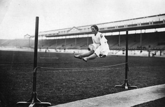 """17 imagens de ginastas de 1908 que farão você dizer """"eu conseguiria fazer isto"""""""