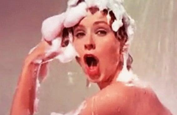 Você tem que lavar o rosto na pia, não no chuveiro, e este é o motivo