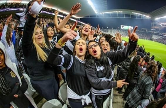 15 mil torcedoras foram ver o Corinthians jogar e toda mulher que gosta de futebol sabe que isso é incrível