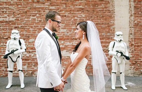 Esse casal fez um casamento totalmente elegante com o tema Star Wars