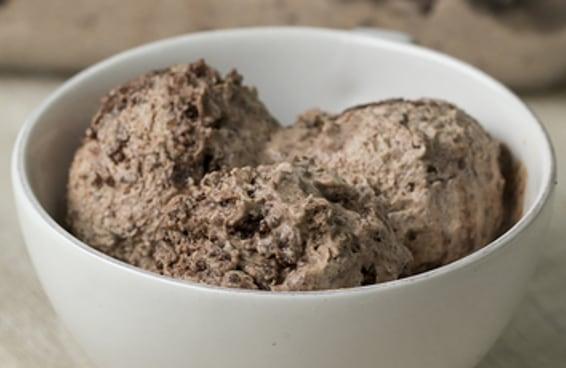Fomos além e fizemos um sorvete de brownie