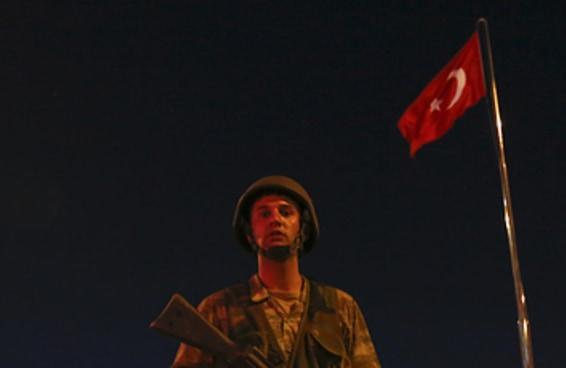 Exército da Turquia diz ter derrubado governo e tomado o controle do país