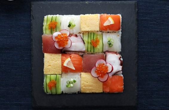 Nossos amigos do Tasty Japan ensinaram a fazer um lindo mosaico de sushi