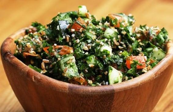 Aprenda a fazer tabule, um prato típico do Líbano