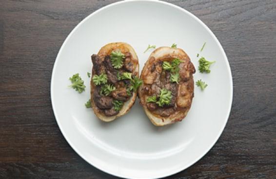 A batata recheada com estrogonofe de carne é tudo o que você precisava