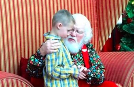 Esta história de um Papai Noel de shopping e um menino autista vai derreter seu coração