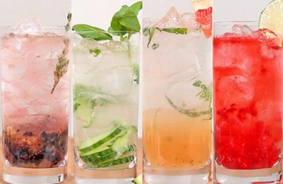 Aprenda quatro maneiras diferentes de preparar sua gin tônica