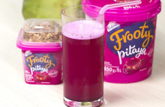 Experimente este delicioso suco de pitaya com água de coco