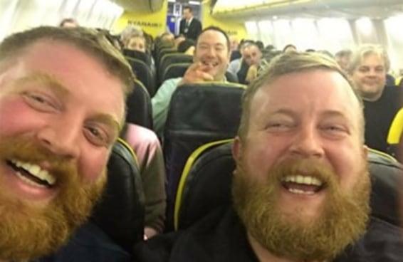 Um cara de barba encontrou seu sósia em um avião e as coisas ficaram MUITO bizarras