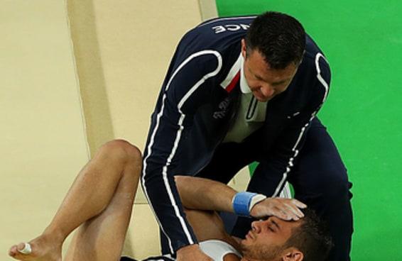 Ginasta francês fratura perna durante classificatória no Rio