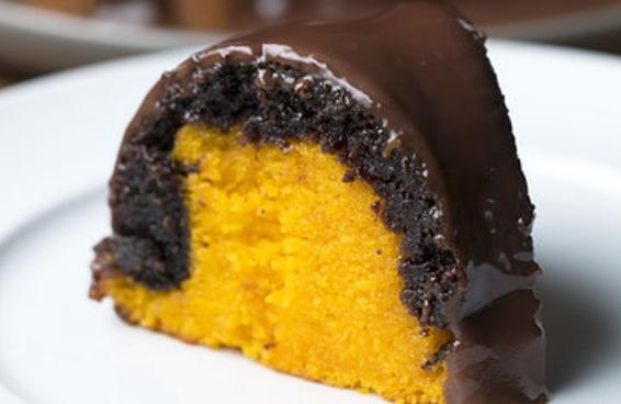 Imagine comer um de bolo de cenoura fofinho com uma camada de brownie