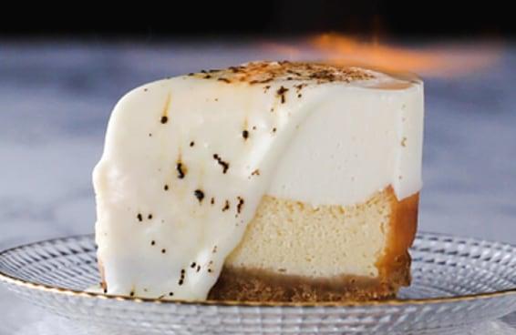Cheesecake em camadas maçaricada