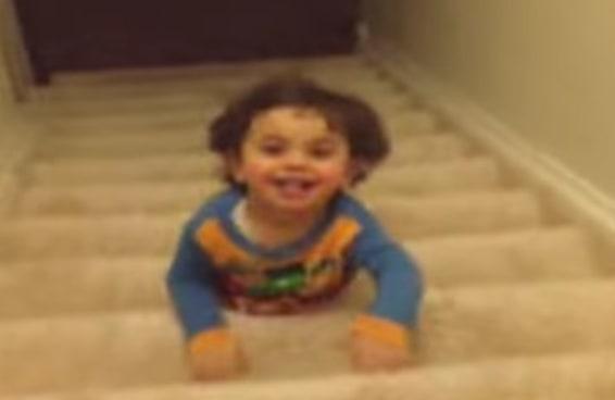 O plano de fuga dessa criança para escapar do quarto é quase um filme de ação