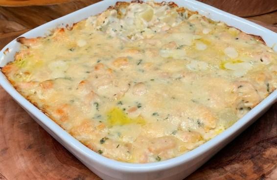 Tasty de casa gratinado de batata com frango