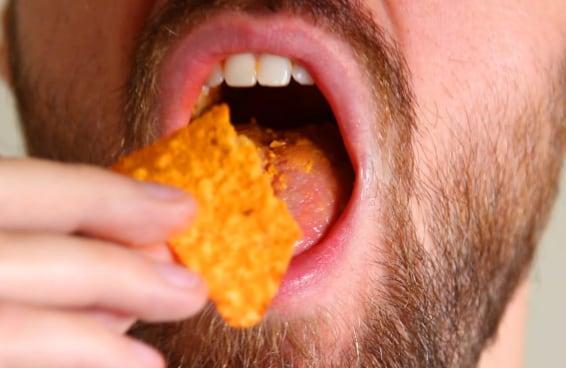 Você consegue aguentar pessoas mastigando com a boca aberta?