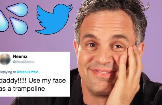 Mark Ruffalo lê tuítes safados sobre ele mesmo