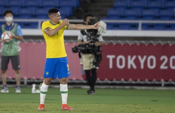 Paulinho levou o Candomblé pra Tóquio, e tá lindo de ver as reações