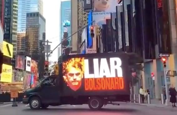 Bolsonaro e sua comitiva não gostaram de ser recebidos com vaias e protestos em NY