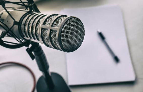 Aqui estão 8 podcasts que você precisa acompanhar