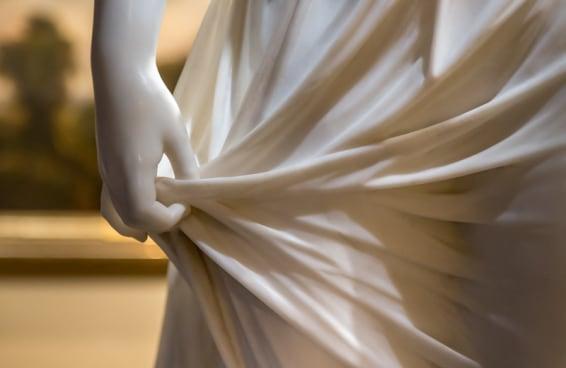 Estas 9 estátuas inacreditáveis fazem mármore parecer tecido