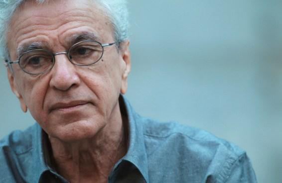 O Brasil está preocupado com Caetano Veloso e a promessa de Olavo de Carvalho