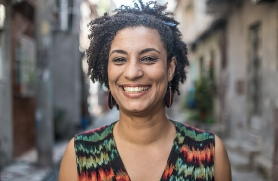 Marielle Franco completaria 42 anos e segue um símbolo de resistência