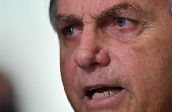 Um bot no Twitter calcula quantas horas Bolsonaro trabalha por dia
