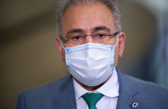 Teremos de pagar pela estadia do ministro da Saúde por 14 dias em NY após ele testar positivo para covid