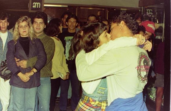 No dia internacional do beijo, relembramos um concurso louco que durou 62 dias
