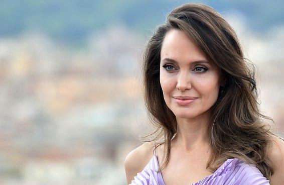 Angelina Jolie entra no Instagram para protestar e bate recorde