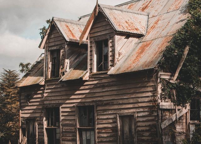 Foto de uma casa abandonada