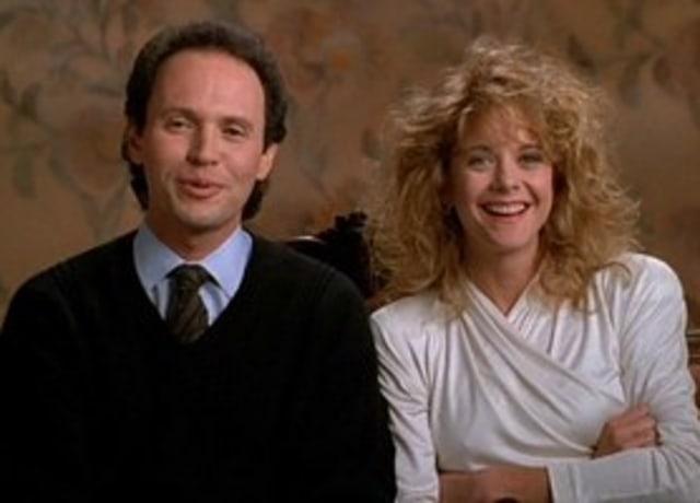 Harry e Sally sendo entrevistados juntos em um sofá.