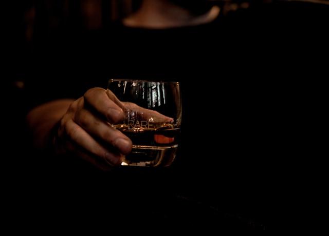 Um copo de whiskey