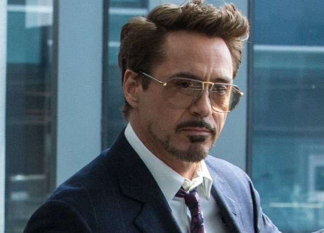 Robert Downey Jr. como Tony Stark