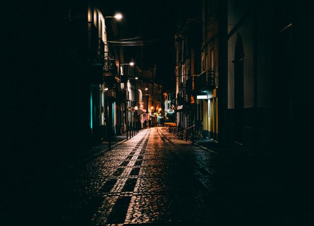 Rua de noite vazia