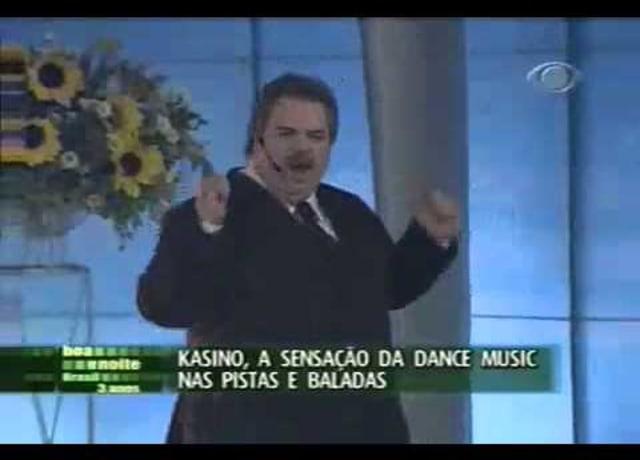 Gilberto Barros dançando no programa Sabadaço