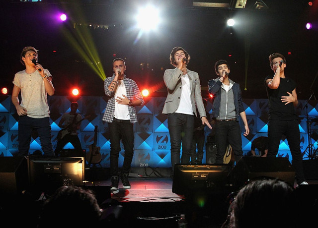 Niall Horan, Liam Payne, Harry Styles, Zayn Malik and Louis Tomlinson perform at Jingle Ball 2012