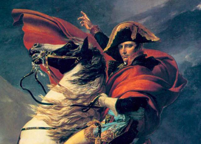 Napoleão montando em um cavalo branco e preto