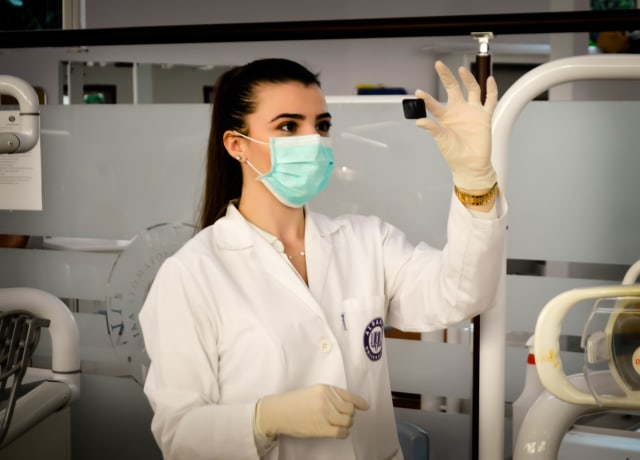 woman inside laboratory
