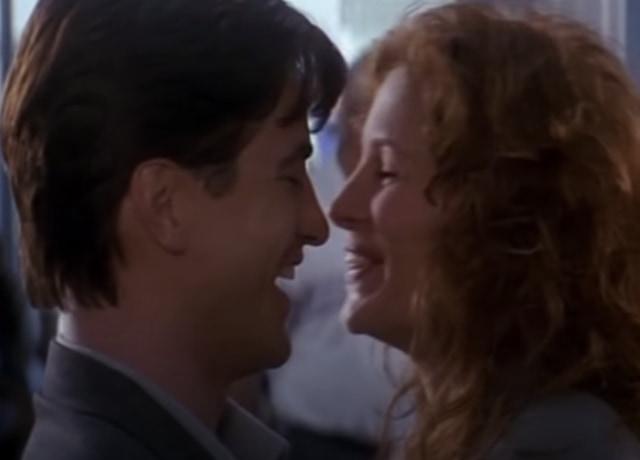 Michael e Jules se reencontrando no aeroporto.