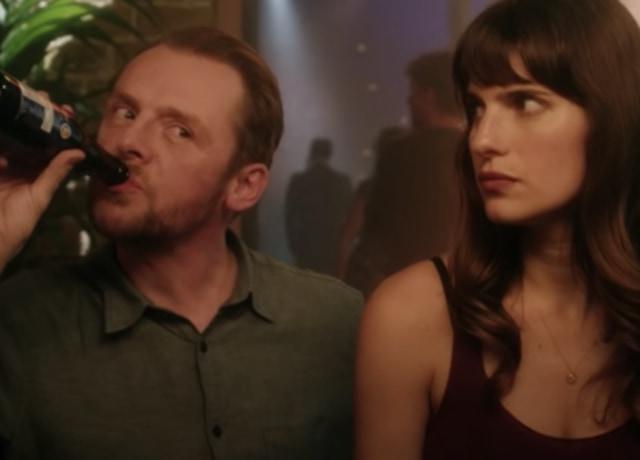 Nancy e Jack bebendo juntos em um bar.