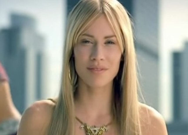 Natasha Bedingfield poses with the New York skyline in the background