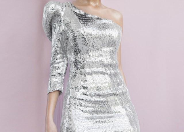 woman in gray long sleeve dress
