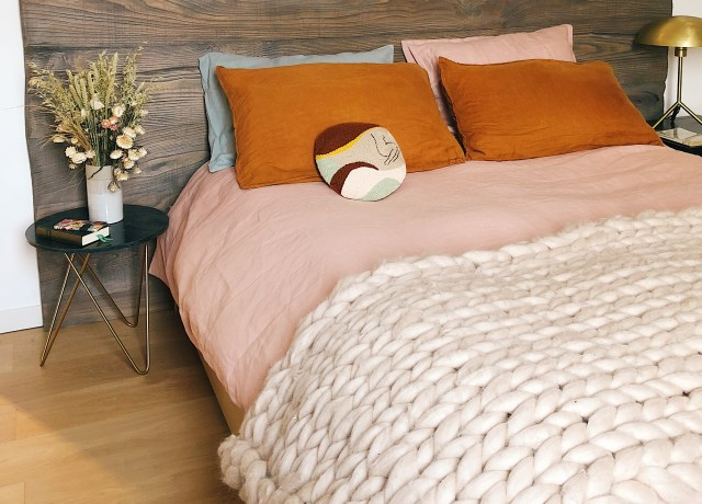 pink bed cover