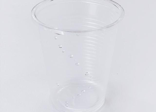copo de plástico descartável