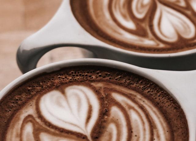two white ceramic mugs close-up photography
